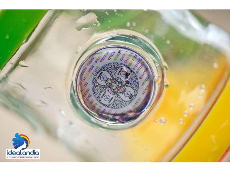 Informare l'acqua bottiglia indaco